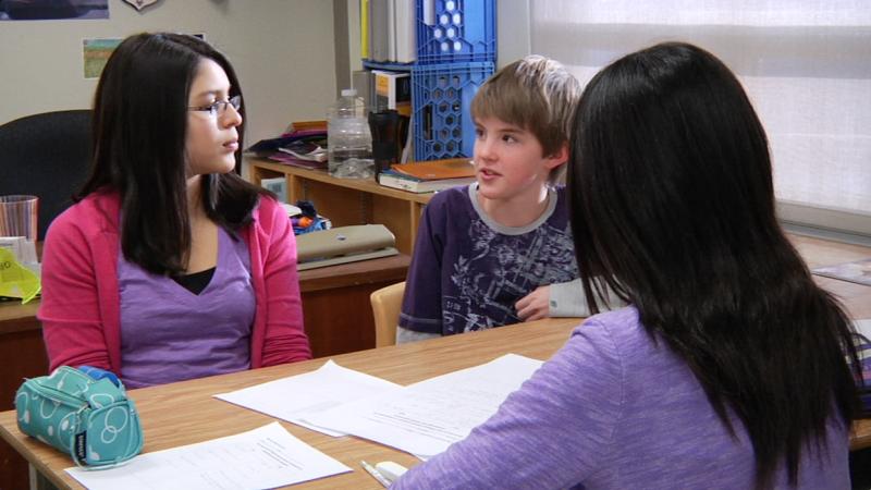 """Image d'élèves prise de la vidéo """"Programme d'immersion en français au cycle intermédiaire – 7e année"""""""