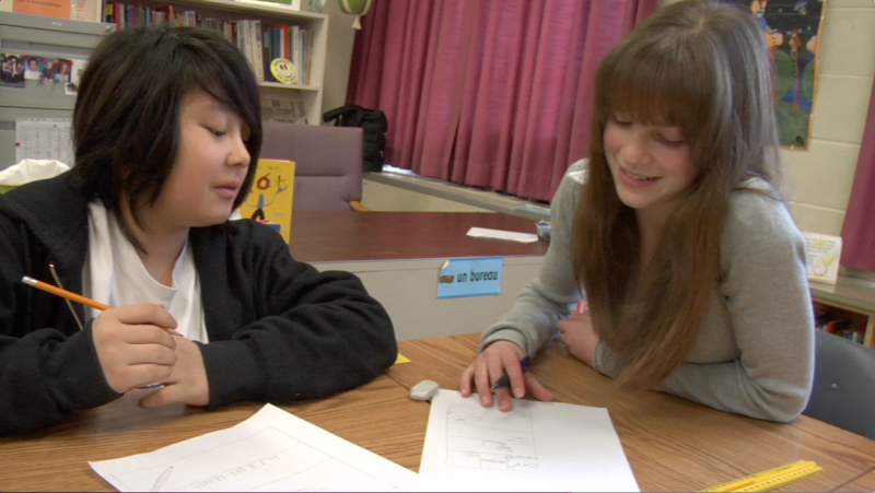 """Image d'élèves prise de la vidéo """"Programme d'immersion précoce en français au cycle intermédiaire – 7e et 8e année"""""""