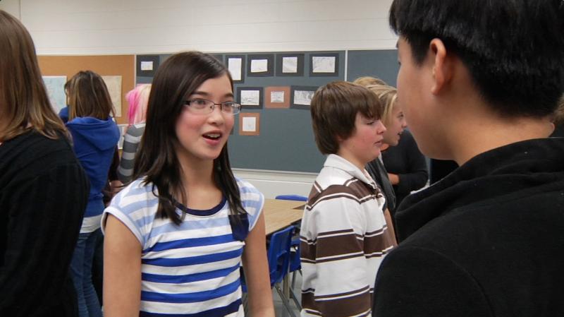 """Image d'élèves prise de la vidéo """"Programme de base de français au cycle intermédiaire – 7e et 8e année"""""""